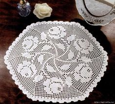 Шестигранная салфетка с розами крючком (700x634, 437Kb)