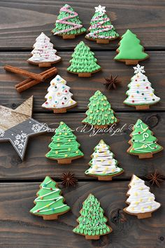 Lukier królewski Betty Ford, Cookie Frosting, Cake Cookies, Frosted Cookies, Holiday Cookies, Holidays And Events, Cookie Decorating, Gingerbread, Food And Drink