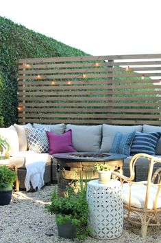 City Farmhouse explains how to build a modern outdoor privacy screen.