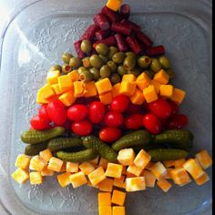 designs for christmas trays | Appetizer tray- Christmas tree | Holiday Ideas