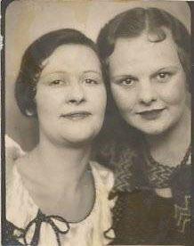 . Vintage Photo Booths, Vintage Photos, Vintage Friends, Female Friendship, Us Images, Flirting, 1940s, Best Friends, Faces