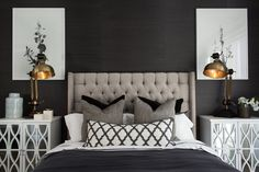 hamptons-style-master-bedroom-with-black-wall-and-tufted-headboard Dormitorio principal estilo hamptons con cabecero negro con paredes y mechones Hamptons Style Bedrooms, Hamptons Style Homes, Hamptons Decor, Home Bedroom, Bedroom Furniture, Furniture Design, Bedroom Wall, Bedroom Decor Glam, Gothic Bedroom