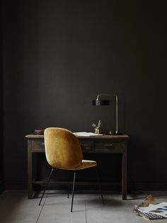 Minimalist Home Office Ideas Home Interior, Interior Architecture, Beetle Chair, Dark Interiors, Minimalist Home, Interiores Design, Interior Inspiration, Decoration, Furniture Design