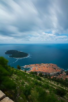 Just here - lovely!  Dubrovnik city (Kings Landing) by Hrvoje Margaretic Dubrovnik is a Croatian city on the Adriatic Sea, in the region of Dalmatia