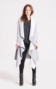 Ein toller Begleiter für kühle Tage: Warmer Mantel aus grauem Strickstoff / cozy coat for cold days made by StoneSkirts via DaWanda.com