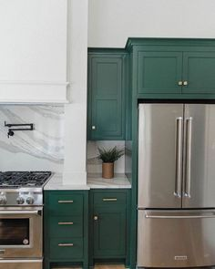Green Kitchen Cabinets– Green is actually absolutely a lovely shade for your home kitchens. It is lively as well as great concurrently. Green Kitchen Cabinets, Kitchen Colors, New Kitchen, Kitchen Dining, Kitchen Decor, Smart Kitchen, Interior Desing, Interior Decorating, Decorating Ideas