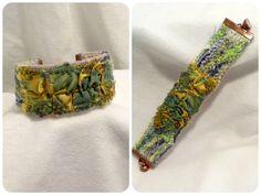 BRACELET MANCHETTE TEXTILE (7) EMBELLISSEMENT VERT, JAUNE MOIRé : Bracelet par lamour-d-antan