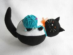 Black and White Fat Cat Pincushion Luke with Ball por FatCatCrafts, $22.00