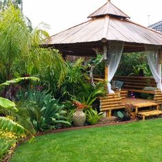 33 Fabulous Tropical Garden Design Ideas That You Definitely Like » Engineering Basic Tropical Garden Design, Tropical Landscaping, Backyard Landscaping, Tropical Backyard, Backyard Patio, Landscaping Ideas, Backyard Ideas, Garden Cottage, Lush Garden