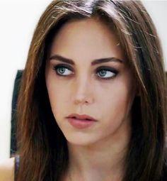 Turkish Beauty, Hairstyles For School, Turkish Actors, Gorgeous Women, Makeup Looks, Hair Makeup, Hair Beauty, Glamour, Celebrities