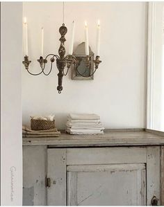 Grey Swedish antique cupboard and beautiful serene decor vignette. 23 Tranquil Interiors with Light Grey and White and be inspired! Swedish Interiors, Scandinavian Interior, Rustic Interiors, Antique Cupboard, Décor Antique, Swedish Decor, Swedish Style, Handmade Furniture, Painted Furniture