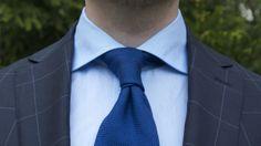 Sininen on aina varma valinta business -päivään.
