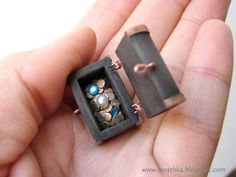 Treasure chest tutorial - polymer clay. In Russian, but good photos.