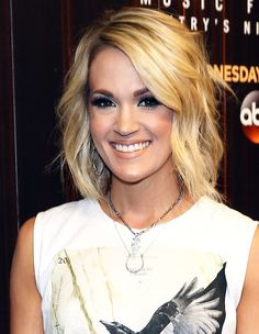 Carrie Underwood Shows Some Serious Leg at the CMA Music Festival Carrie Underwood at CMA Music Fest Carrie Underwood Haircut, Carrie Underwood Makeup, Carrie Underwood Pictures, Medium Bob Hairstyles, Straight Hairstyles, Hairstyles 2016, Wedding Hairstyles, Medium Hair Styles, Short Hair Styles