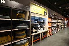 Pet Food Store, Pet Store, Supermarket Design, Store Design, Liquor Cabinet, Interior Design, Pets, Storage, Spa