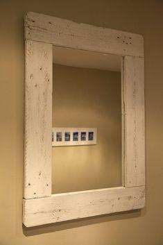 Marco de espejo realizado con palets Rustic Wood Furniture, Distressed Furniture, Pallet Furniture, Painted Furniture, Diy Furniture Making, Rustic Mirrors, Beach House Decor, Home Decor, Wood Interiors