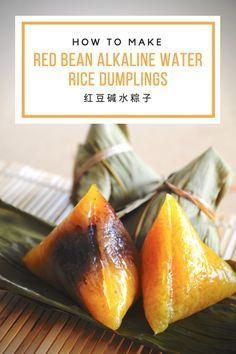 Recipe for Red Bean Alkaline Water Dumplings (Kee Chang) 红豆碱水粽子 So delicious, you simply can't have enough of these sticky rice dumplings! Rice Dumplings Recipe, Sweet Dumplings, Chinese Dumplings, Steamed Dumplings, Asian Snacks, Asian Desserts, Asian Recipes, Chinese Desserts, Asian Foods