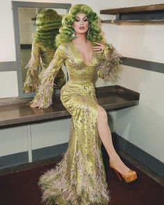 Drag Queen Synthetic Lace Wigs High Quality Synthetic Lace Front Wigs for Your Drag Race - Raywigs Drag Queens, Drag Queen Costumes, Drag Queen Outfits, Races Fashion, Fashion Outfits, Fashion Art, Super Rock, Drag Queen Makeup, Drag Makeup