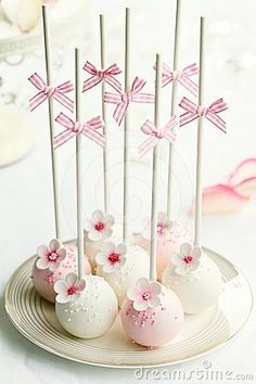 Cake Pops for weddings Ideas and inspirations Google Image Result for http://www.dreamstime.com/wedding-cake-pops-thumb24442481.jpg