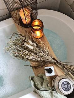 Dried flowers and candles to style your bathboard Bath Caddy, Dried Flowers, Interior Styling, Bathroom Ideas, Candles, Style, Interior Decorating, Swag, Flower Preservation