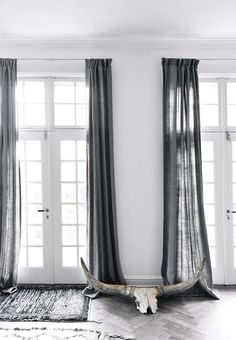 Scandinavian curtains, scandinavian design, grey linen curtains, blue and g Grey Linen Curtains, Long Curtains, Curtains Living, Curtains With Blinds, Curtains For Grey Walls, White Walls, Minimalist Curtains, Minimalist Home Decor, Minimal Decor