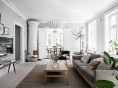 〚 Bright Scandinavian home filled with live plants 〛 ◾ Photos ◾Ideas◾ Design Scandinavian Home Interiors, Interior Design, House Interior, Living Room Scandinavian, Couches Living Room, Living Room, Home, Farm House Living Room, Home Decor