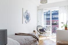 Post: Gran salón nórdico con 6 ventanas --> blog decoracion interiores, cocina abierta, decoración nórdica, diáfano, distribución abierta, estilo escandinavo, piso sueco, salón nórdico, serie 7, blanco, decor, scandinavian interiors, interior design, interior inspiration, white