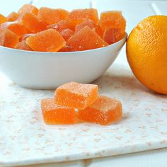 Gumdrops How to make homemade Orange Slices. Great for Halloween and Thanksgiving treats!How to make homemade Orange Slices. Great for Halloween and Thanksgiving treats! Köstliche Desserts, Delicious Desserts, Dessert Recipes, Yummy Food, Candy Recipes, Sweet Recipes, Bbq Dessert, Dessert Bars, Fudge