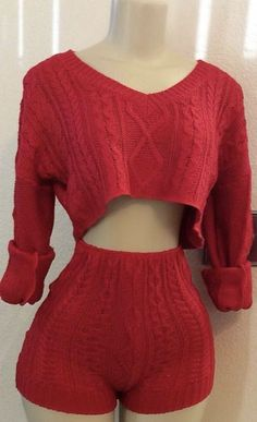 23 Two Pieces Outfit To Copy Now #sweaters #cableknit #cropsweaters #knittedsweaters