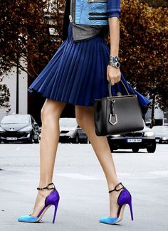street style pleated navy skirt and color block heels Look Fashion, Street Fashion, Womens Fashion, Fashion Trends, Latest Fashion, Fashion Shoes, Fashion News, High Fashion, Winter Fashion