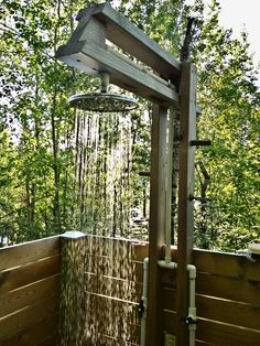 Ducha al aire libre - How to Build Outdoor Shower Outdoor Tub, Outdoor Baths, Outdoor Bathrooms, Rustic Outdoor, Outdoor Spaces, Outdoor Living, Outside Showers, Outdoor Showers, Garden Shower