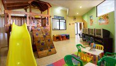 Ubicado en el lobby principal, con todo lo necesario para que los niños se diviertan: taller de manualidades, videos infantiles, juegos, dibujos y muchas cosas más. Para niños de 4 a 11 años.  Abierto de 10:00 a 18.00 hrs.