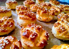 Hungarian Desserts, Hungarian Recipes, Bread Dough Recipe, Pretzel Bites, Doughnut, Bakery, Food And Drink, Yummy Food, Sweets
