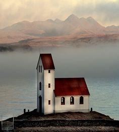 By Lake Úlfljótsvatn in Iceland by Sverrir Thorolfsson on flickr