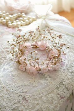 Beautiful Small Handmade Fairytale Crown princesses Sign in Wire Crown, Sculpture Textile, Accessoires Photo, Tiaras And Crowns, Bridal Headpieces, Bridal Headdress, Wire Art, Flower Crown, Fascinator