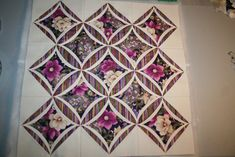 Cathedral Window Wallhanging 035