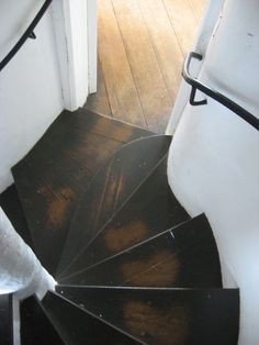 stairs in broadway tower. pinsandneedlesandnails: the stairs in broadway tower. van gieson)pinsandneedlesandnails: the stairs in broadway tower. Detail Architecture, Escalier Design, Balustrades, Stair Steps, Wood Steps, Take The Stairs, Wooden Stairs, Rustic Stairs, Deco Design