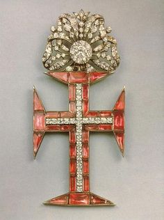 Insígnia de Cavaleiro da Ordem de Cristo, meados do século XVIII Royal Jewelry, Knights Templar, Crucifix, Decoration, Portugal, Jewelery, Religion, Objects, Badges