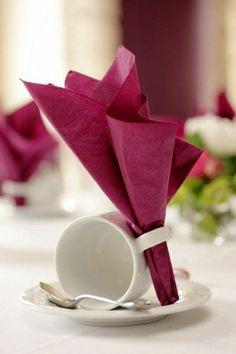 pliage de serviette violet, mode de pliage de serviette en papier, pliage serviette papier