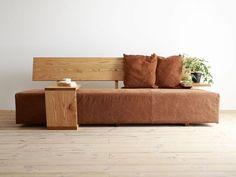 In Hiromatsu la lavorazione del legno, gestisce 2-3 mesi un sacco prendere ordini di prodotti e dopo ordine.  Mobili immerso nel popolo di ogni vita, i nati dal attenzione di tutti.