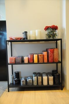 kaarsen in verschillende vormen, maten en kleuren van DEKOCANDLE