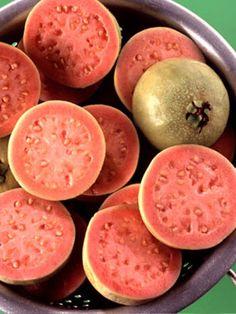 guayabas (guavas)