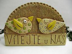 Vítejte Ze šamotové hlíny, vhodné i k celoroční venkovní dekoraci. Velikost 15 x 22 cm (vxš).