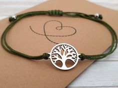 Life tree bracelet stainless steel in gift wrapping, delicate minimalist bracelet, adjustable olive green silver Charms, Car Polish, Colorful Bracelets, Stainless Steel Bracelet, Olive Green, Jewelry Box, Wraps, Delicate, Gift Wrapping