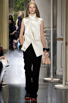 Phoebe Philo had done it again! She moves Celine forward. I love the way she has used wrapping parts of the the body without making it looking bulky.