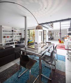 I ➨➨ Découvrez comment Virginie et Olivier ont réussi à transformer un ancien garage automobile en loft familial, cosy et apaisant où il fait bon vivre.