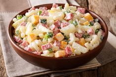 Delicious hawaiian salad with pasta, ham, pineapple, onion, cheddar cheese and mayonnaise close-up in bowl. Hawaiian Salad, Hawaiian Macaroni Salad, Salads For Picnics, Garlic Tortellini, Pasta Facil, Appetizer Recipes, Appetizers, Quick Side Dishes, Pasta Salad Recipes