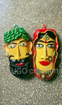 Rajasthani couple made from a waste talcum powder container .pop, Fevicol MR and Clay and Acrylic Colours Glass Bottle Crafts, Bottle Art, Clay Art Projects, Clay Crafts, Ceramic Painting, Ceramic Art, Pottery Painting, Paros, Paper Mache Sculpture