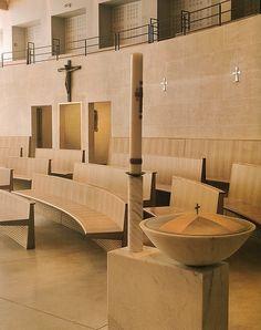 천주교 파리교구의 의뢰로 파리의 몰리토가에2005년 3월 세워졌다. 건축가는 Corinne Callie와 Jean-Marie Duthilleul이다. 1942년에 세워졌던 이전 교회건물을 없애고 450여좌석규모로거의 새로 지어졌다. 보는 바와같이 외부 정원과 내부의 전례공간을 연결하는 반투명의 유리벽이 세워져있다.