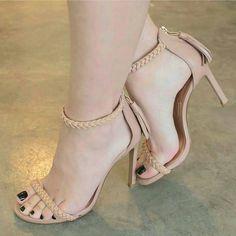 Aquele salto basiquinho que é perfeito ❤👌 #boanoite #salto #sapatoalto #sapato #shoe #shoes #boanoitee Stilettos, Pumps Heels, Stiletto Heels, Pretty Shoes, Beautiful Shoes, Cute Shoes, Open Toe High Heels, High Heel Boots, Lace Up Heels